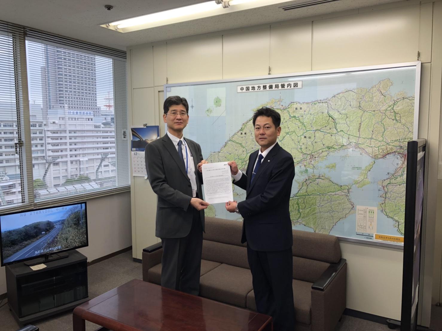 「青年会議所による下関北九州道路の早期着工に関する要望書」提出